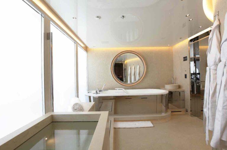 Motoryacht bathroom